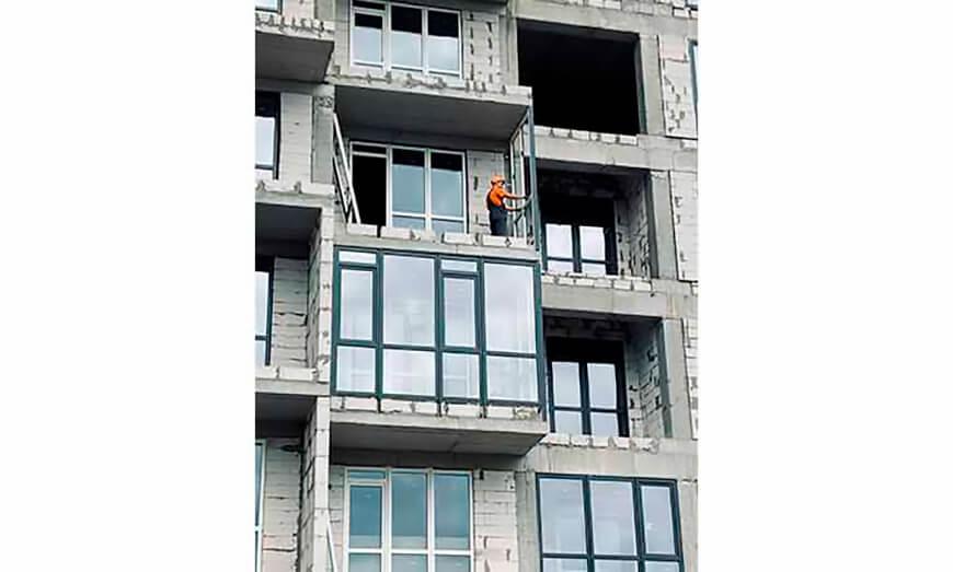 Скління житлового комплексу